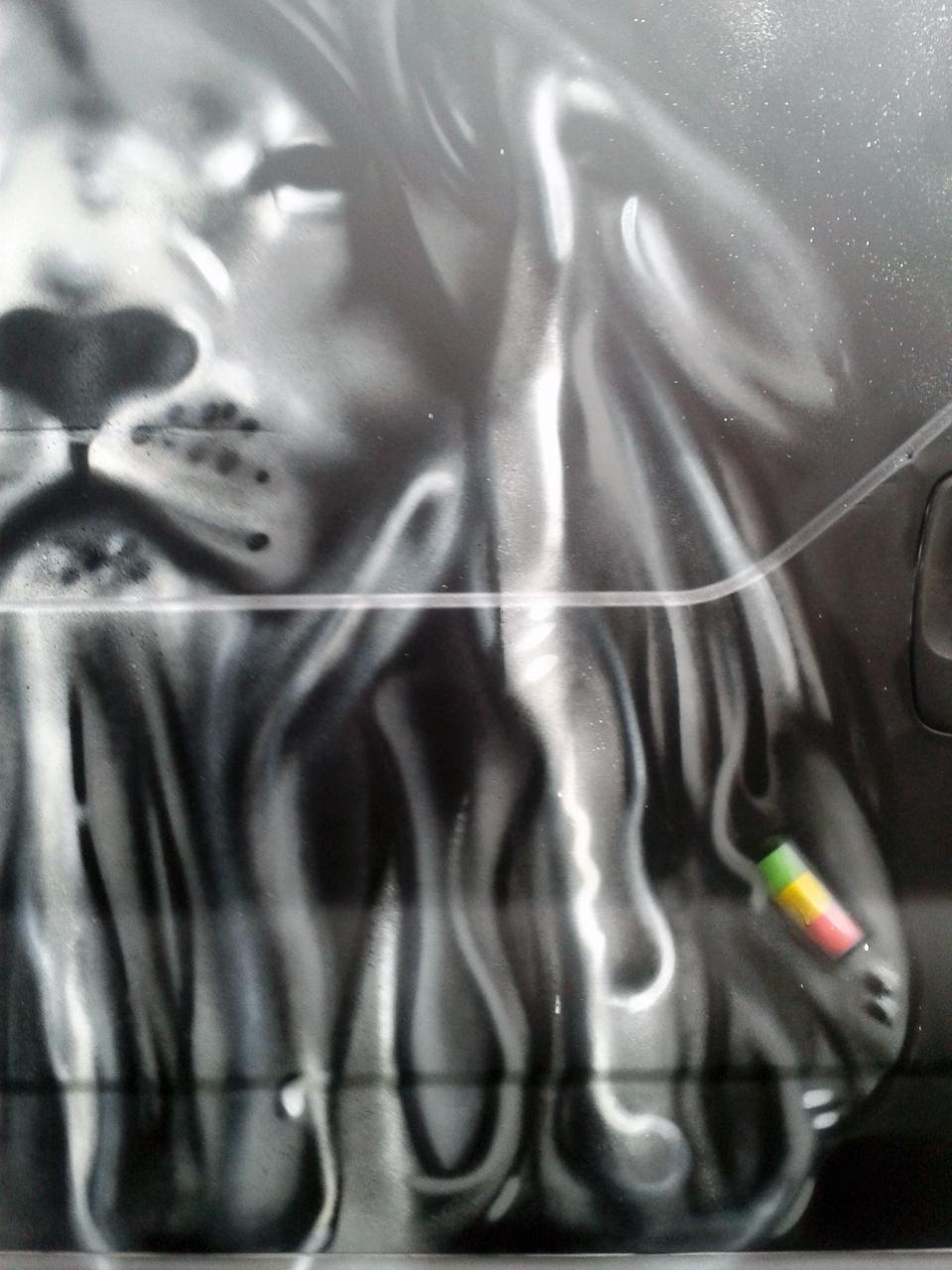 Graffiti Sur Véhicule Utilitaire à Quimper